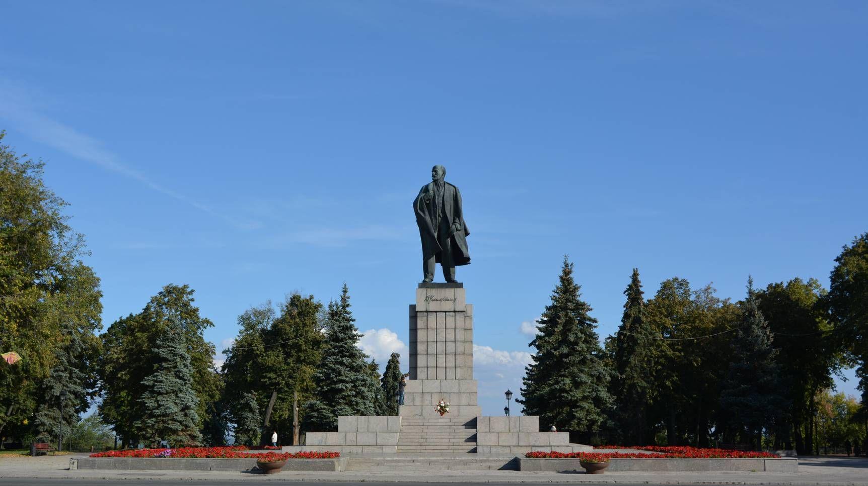 Памятник Владимиру Ильичу на площади Ленина в Ульяновске (cc)Lene4ka