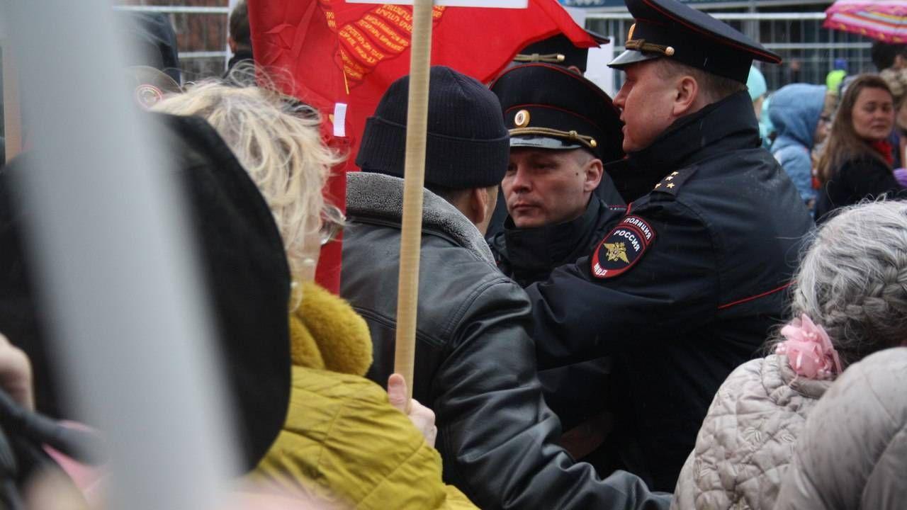 Полиция запрещает Знамя Победы  (сс) Елена Цыганова