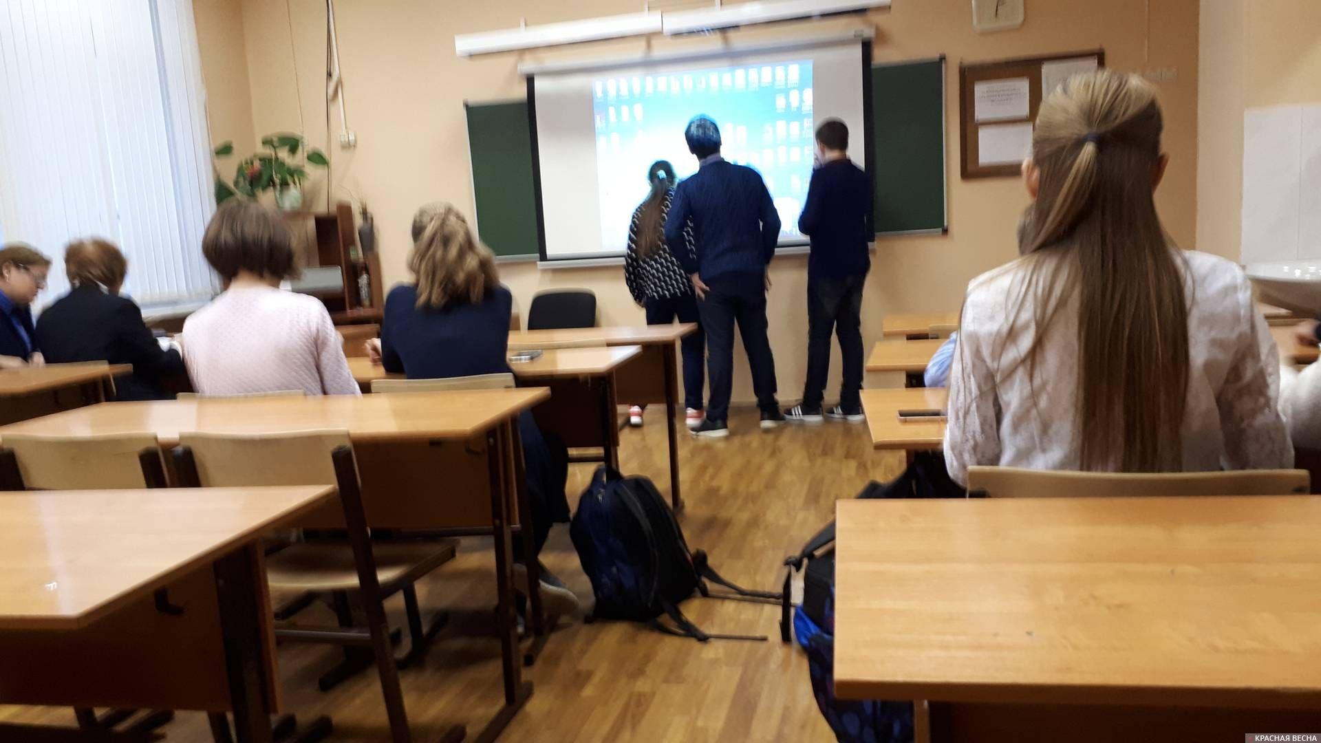 Школа. Ученики в классе Лариса Хорохова © ИА Красная Весна