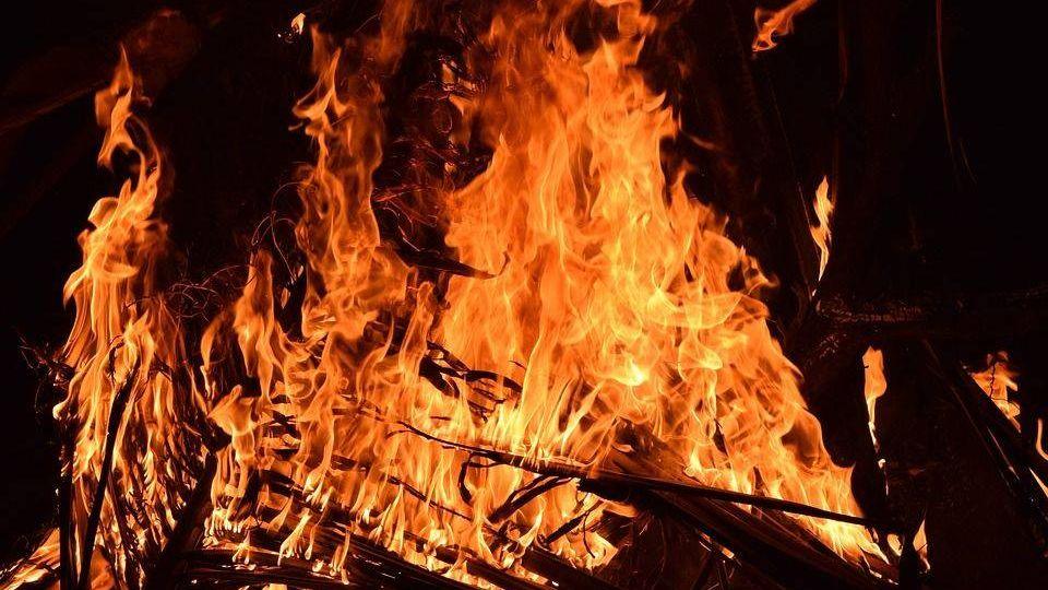 Пожар suhasrawool (cc0)
