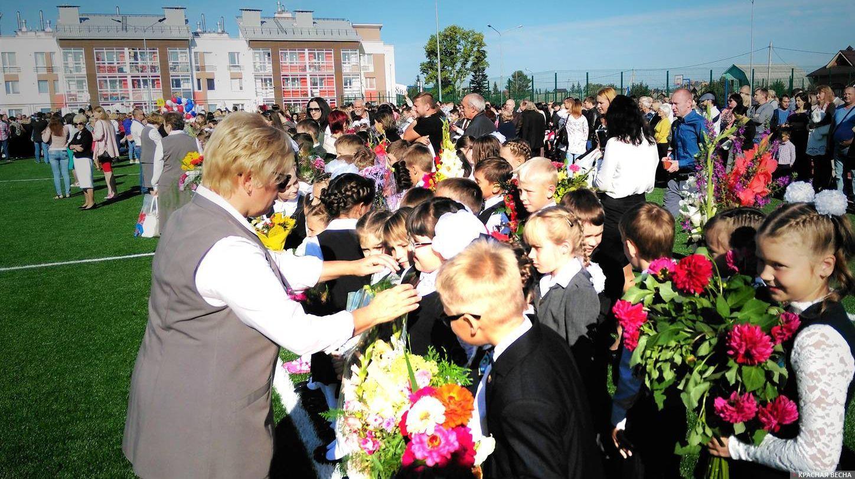 Открытие школы в микрорайоне Мичуринский. Екатеринбург, 1 сентября 2017 года Александр Кардаполов © ИА Красная Весна