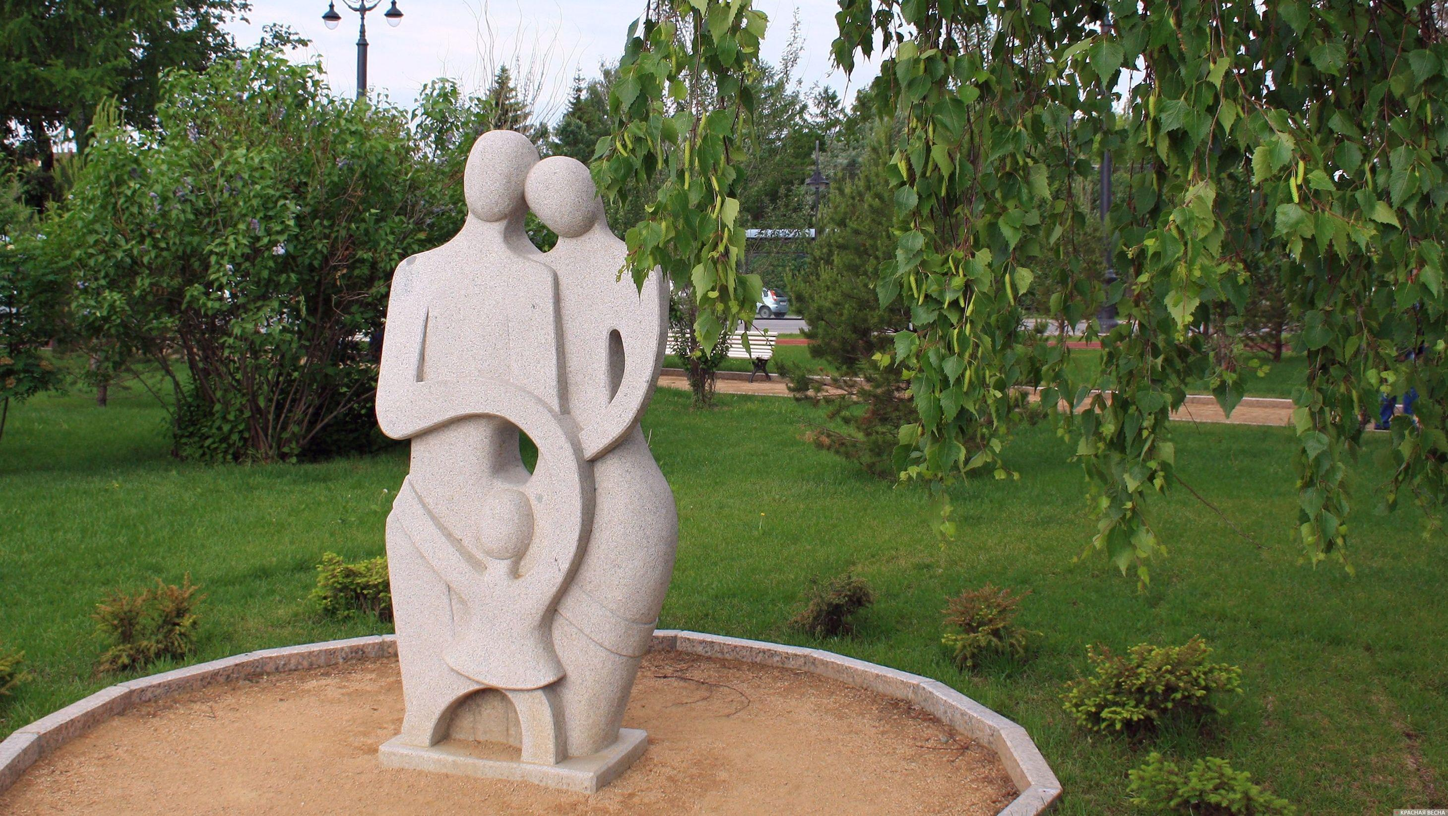 Семья. Композиция из камня. Омск Анна Рыжкова © ИА Красная Весна