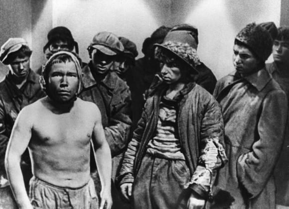 Трудные подростки Цитата из х/ф «Путёвка в жизнь». Реж. Николай Экк. 1931. СССР