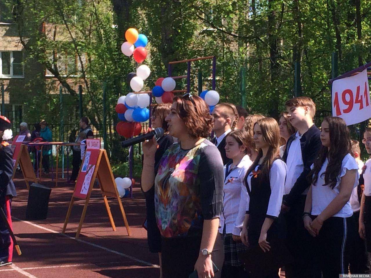 Выступает директор московской школы Татьяна Филатова © ИА Красная Весна