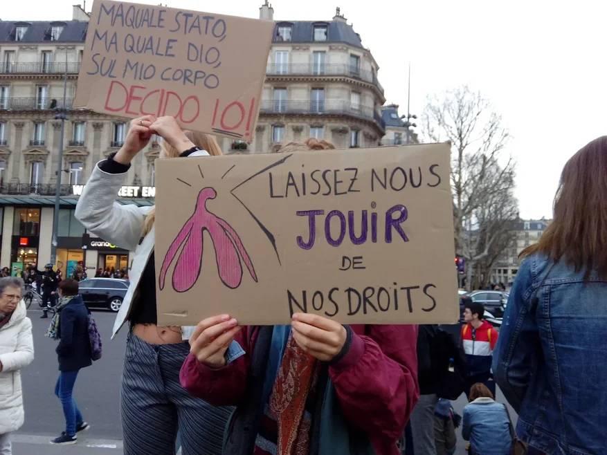 Испанская и французская феминистки требуют прав Сергей Сосновский